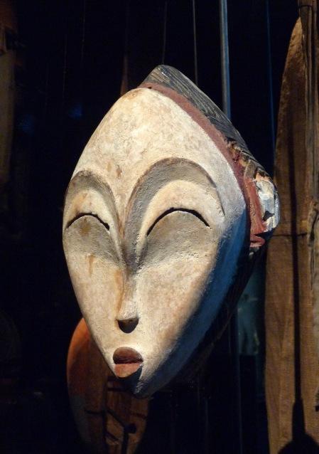 Masque blanc, population Punu, Gabon